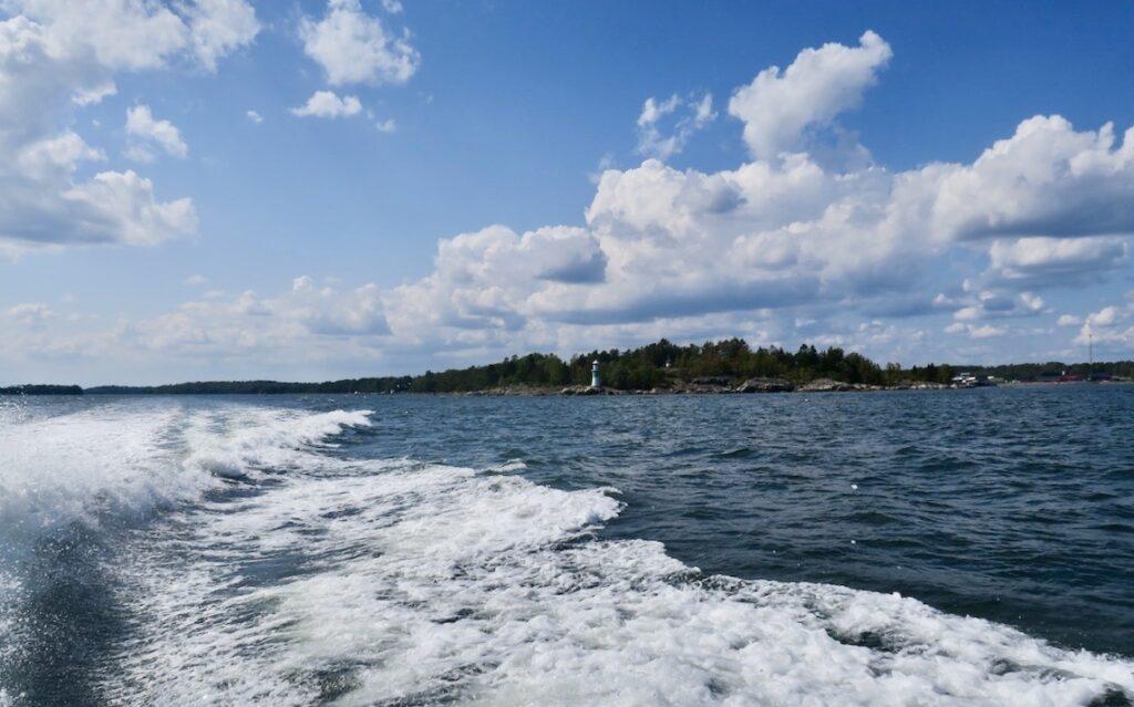 Ålands hav och på väg till Söderarm med båten Gladan. Och snabbt gick det.