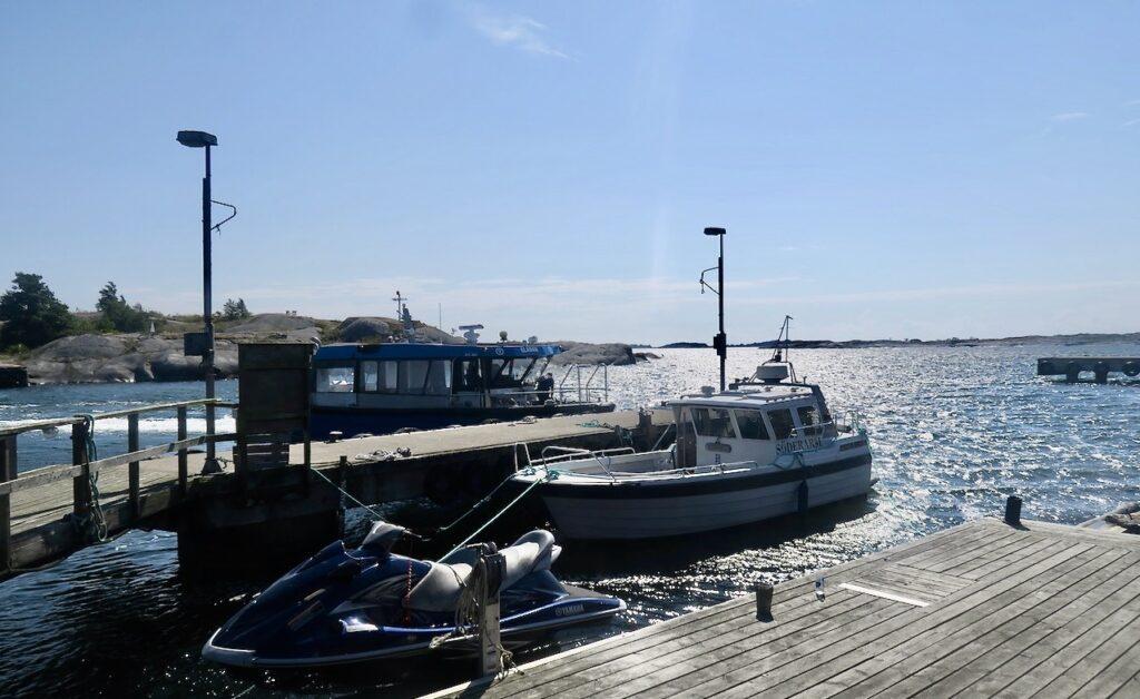 Roslagen . Söderarm. Bryggan. Här finns också gästplatser för besökande båtar.