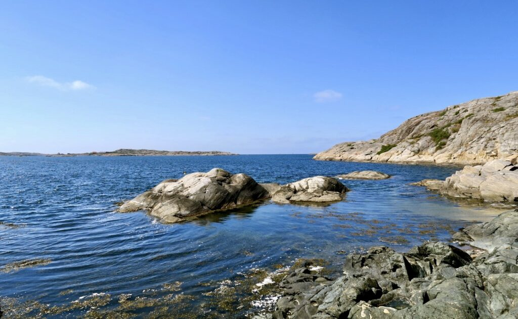 Västkusten. Marstrand. Här jag jag på långt håll lukta mig till saltvatten, hav och tång.