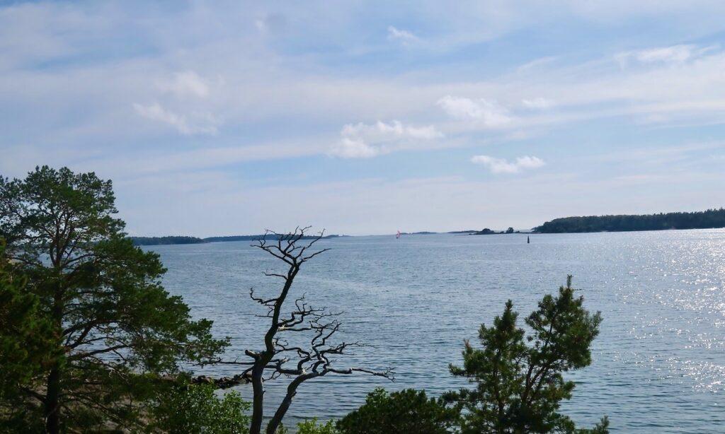 Åland. Mariehamn. Lunch med havet som granne i köket.