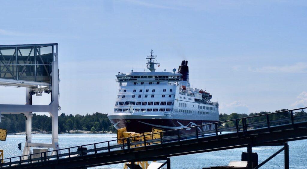 Mariehamn. Vikinglinkens Amorella ska lägga till . Dags att åka från Åland och hem till Stockholm