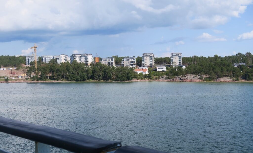 På väg från Åland och Mariehamn. Lotsberget.