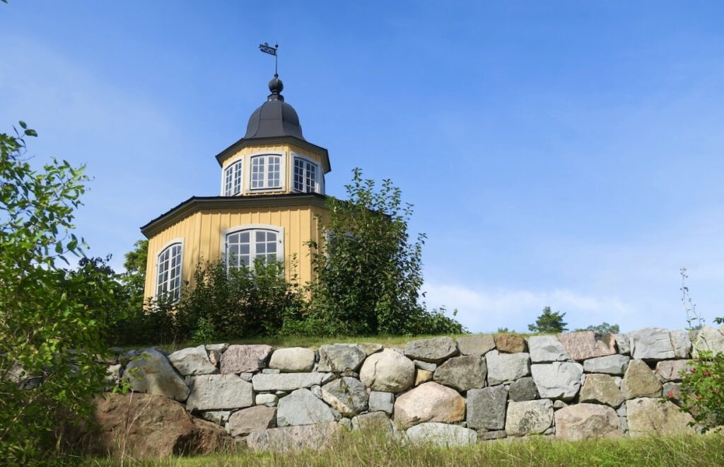 Nacka kommun. Nyckelvikens trädgård. Lusthus.