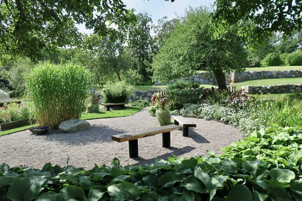 Nacka. Nyckelvikens trädgård är uppdelad så att det inom den finns olika trädgårdar, var och en med si karaktär.