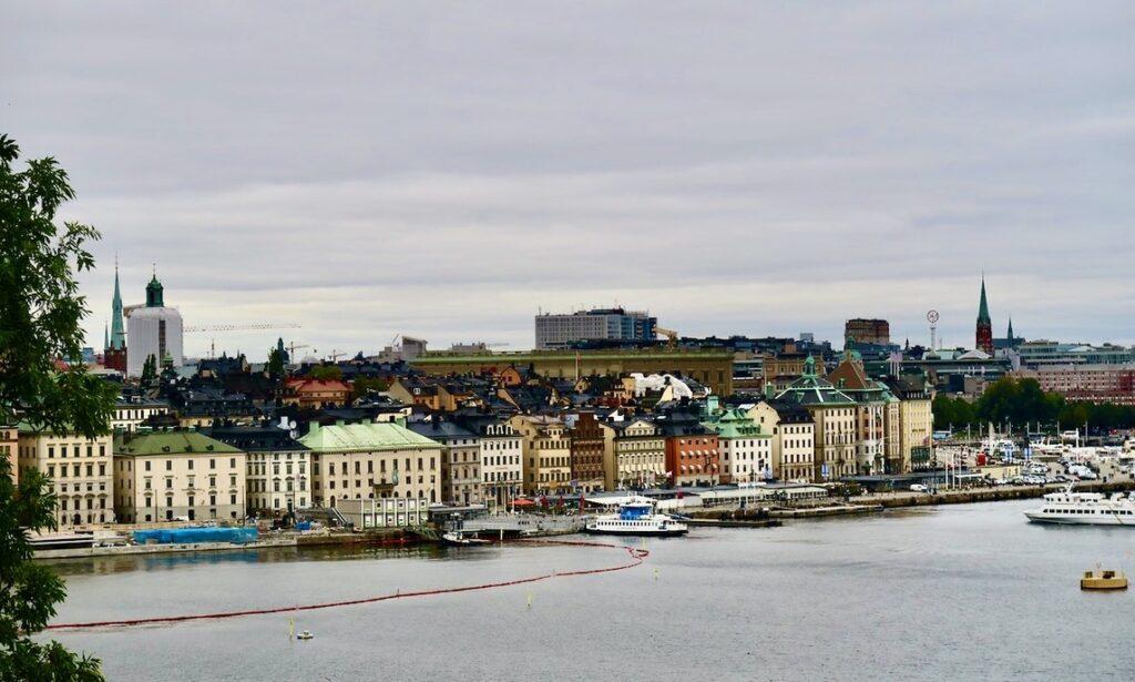 Stockholm . Södermalm. Utsikt från Mosebacke över Stockholm. Gott om plats denna dag.