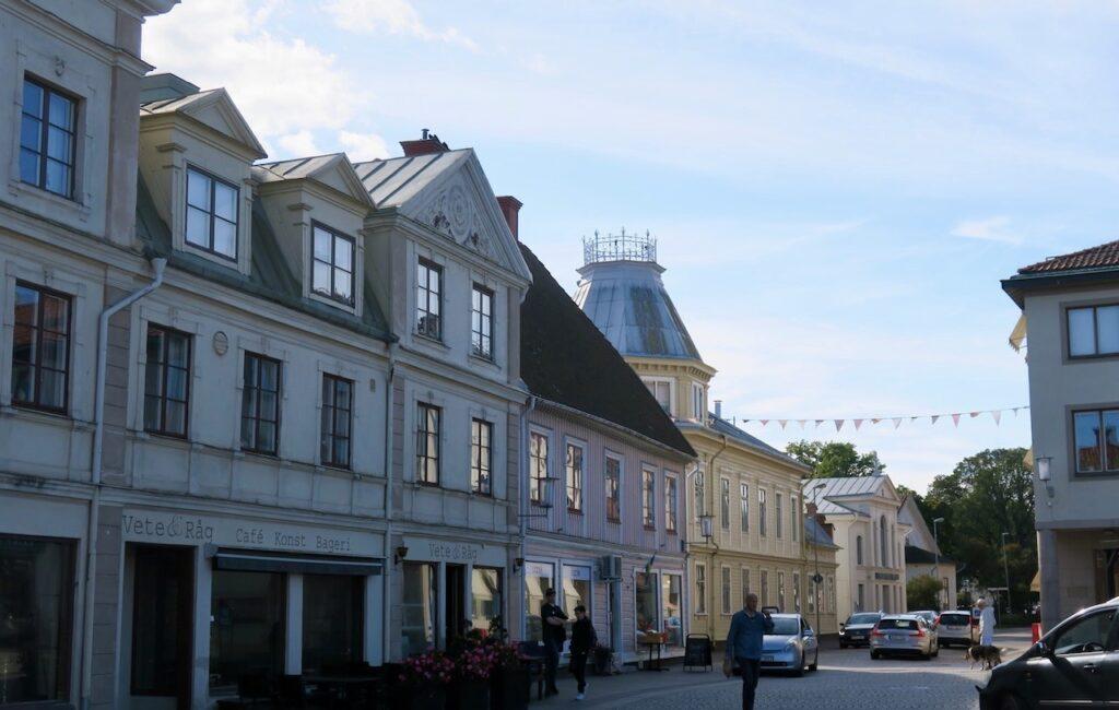 Västergötland. Hjo. En av gatorna vid torget.