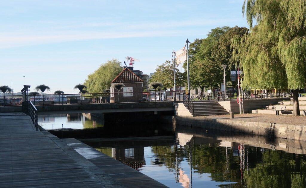 Jönköping. Hamnkanalen och Vindbron/klaffbron/Södra Svängbron.Kärt barn har många namn-