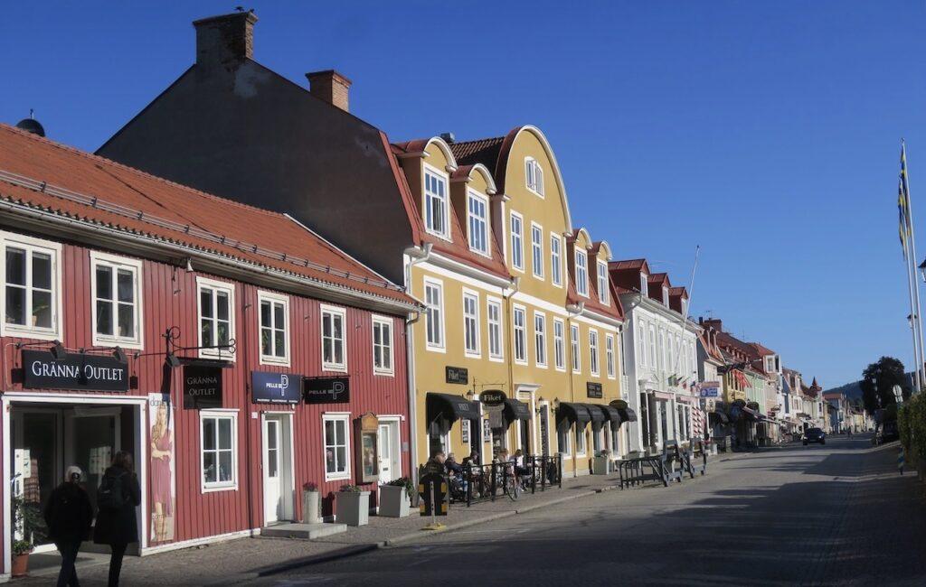 Gränna . Från Jönköping och hit är det va 40 k. Brahegatan var tidigare riksväg 1 som gick från Stockholm till Helsingborg.