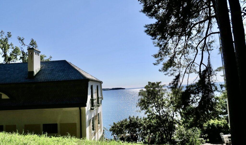"""Östergötland. Omberg. Vid Vätterns strand byggde Ellen Key sitt hem som just heter """"Strand"""""""