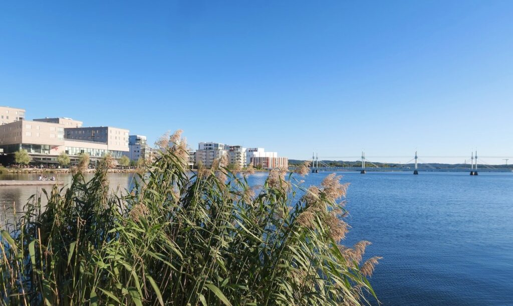 Jönköping. Munksjöbron i Munksjön invigdes 2006.