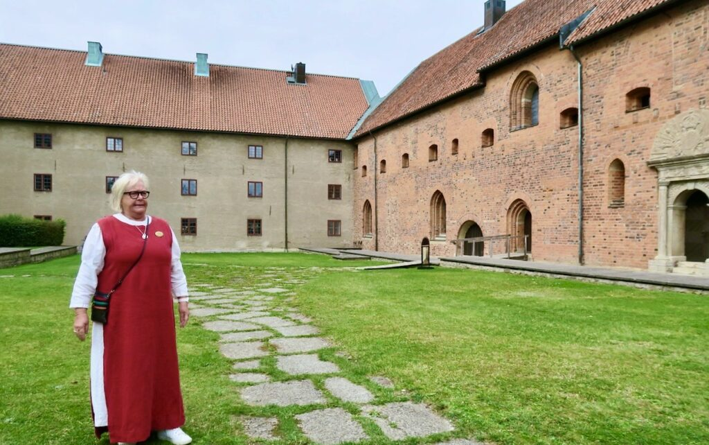 Vadstena. Klosterområdet. Här får vi genom vår guide vara med på en historisk resa.