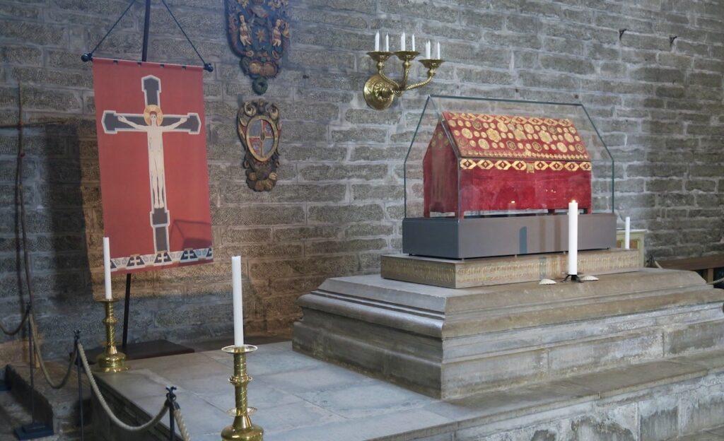 I Vadstena klosterkyrka finns den Heliga Birgittas rlikskrin.
