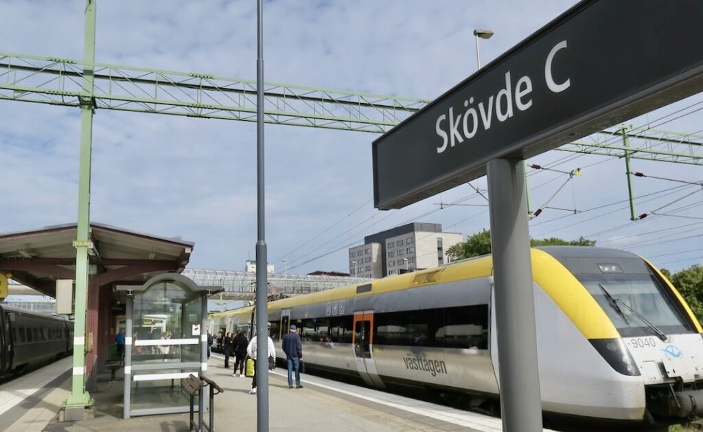Skövde resecentrum. Hit kom vi med X 2000 från Stockholm.En resa på två timmar.