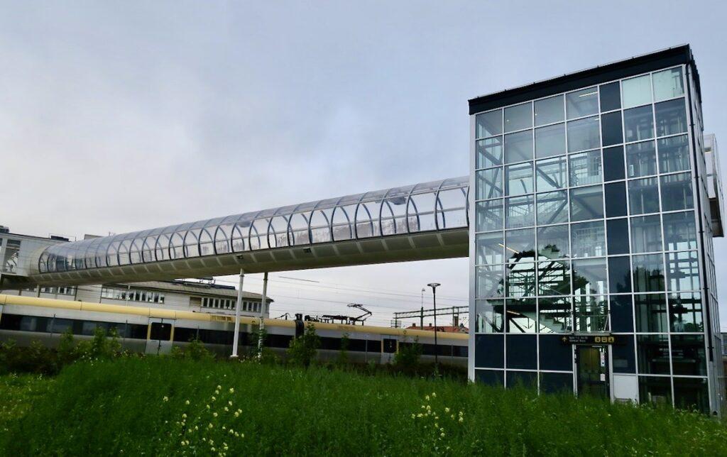 Skövde. På väg till resecentrum/startionen för att ta X 2000 till Stockholm.