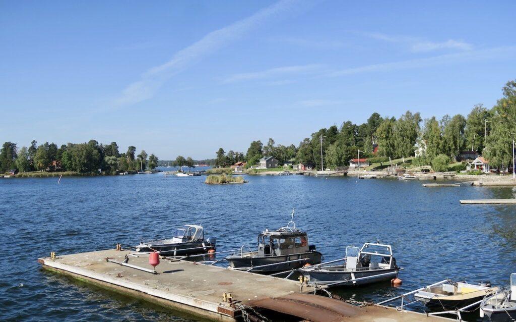 Stockholm. Lidingö kommun. Hit går det fint att ta sig med pendelbåt från Ropsten.