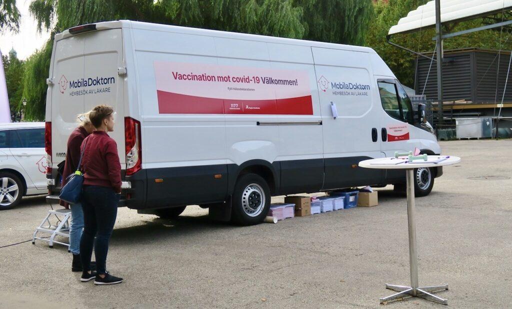 Stockholm. Kungsträdgården. En vaccinationsbuss sok borde kunna hjälpa fler att snabbt bli vaccinerade.