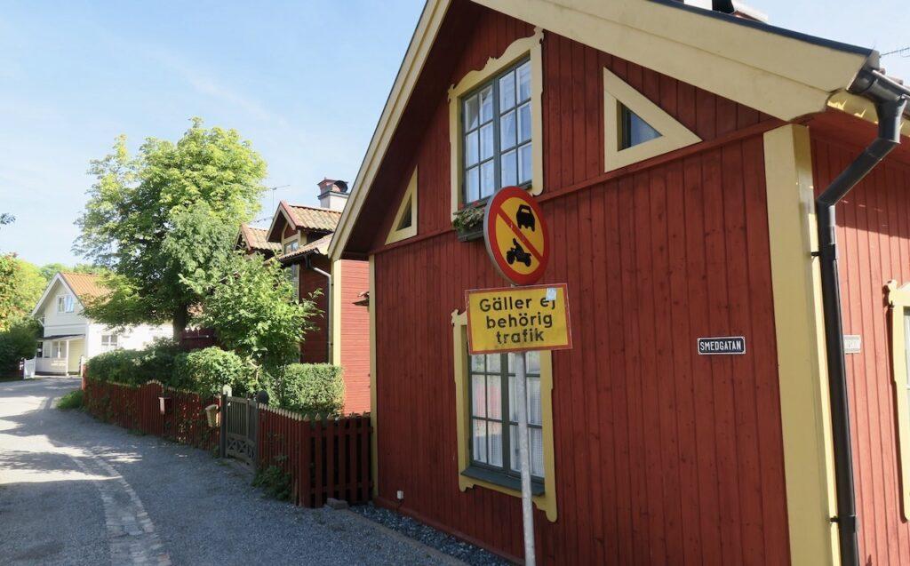 I Vaxholm brukar det under högsäsong vara livlig biltrafik. Men inte denna septemberdag.