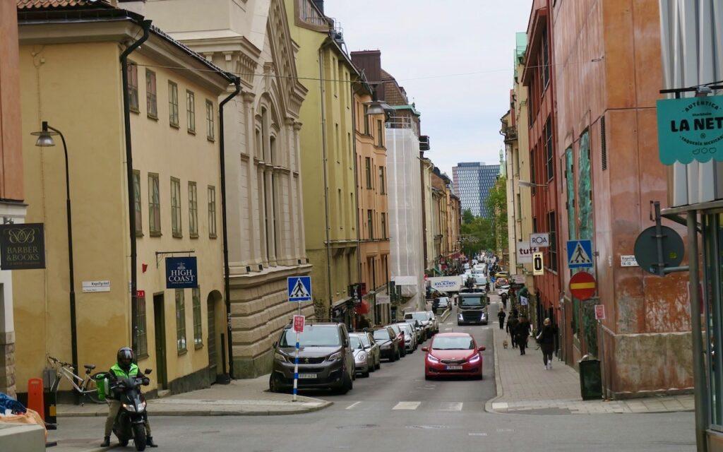 Stockholm. Södermalm. Östgötagatan. Inte alls gott om plats.