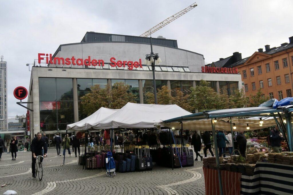 Stockholm. Hötorget. Innab det var dags för bio på Filmstaden Sergel blev det en sväng runt bland alla stånd.