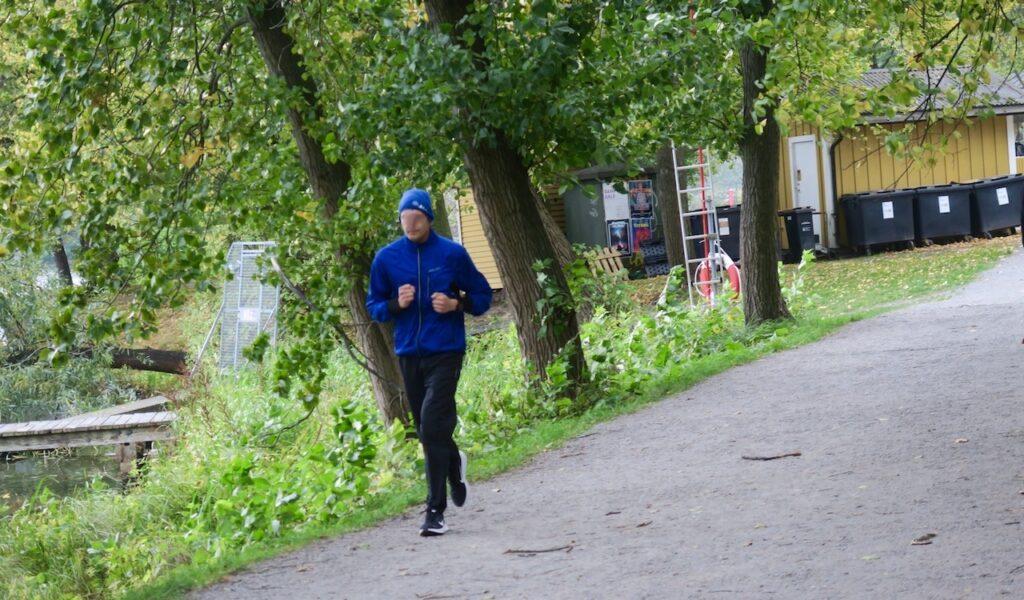 Stockholm. Årstaviken. Springa eller jogga? Här är det nog flest joggare