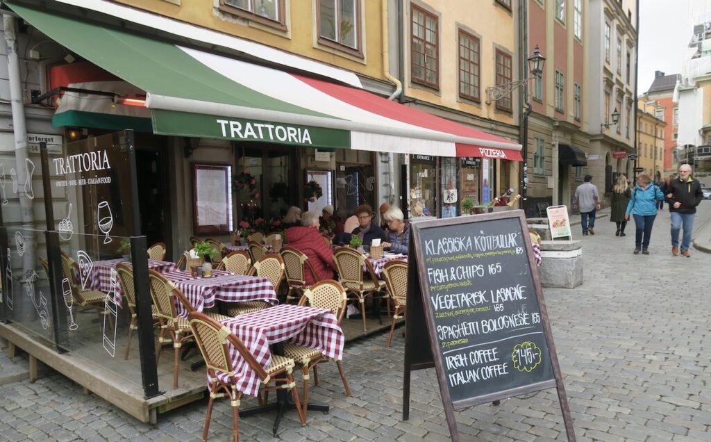 Stockholm. Gamla stan. Uteliv på riktiigt är det på flera restauranger.