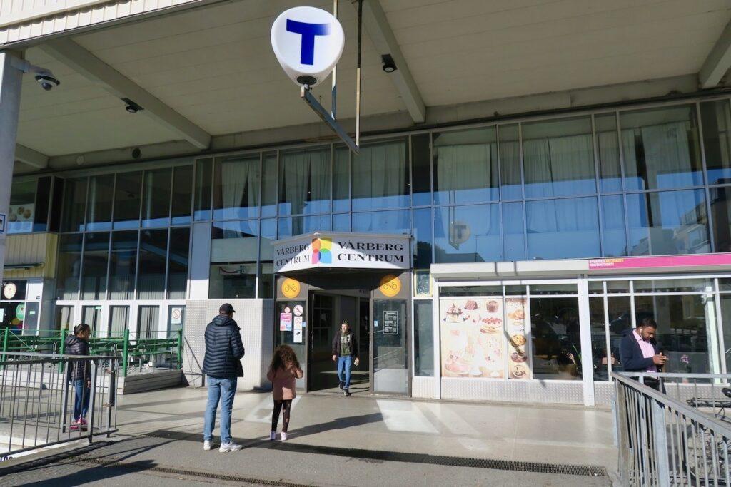 Stockholm. Stadsdelen Vårberg. Tunnelbanestationen.