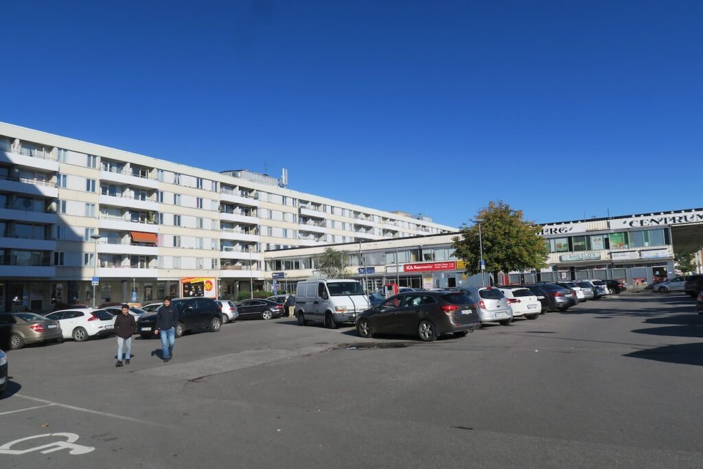 Stockholm. Stadsdelen Vårberg med sitt centrum.